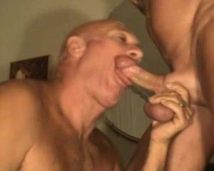 Rijpe homo likt lul glad voor anaal