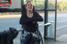 Flashen vanuit haar rolstoel